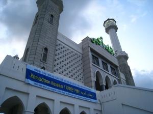 luar masjid